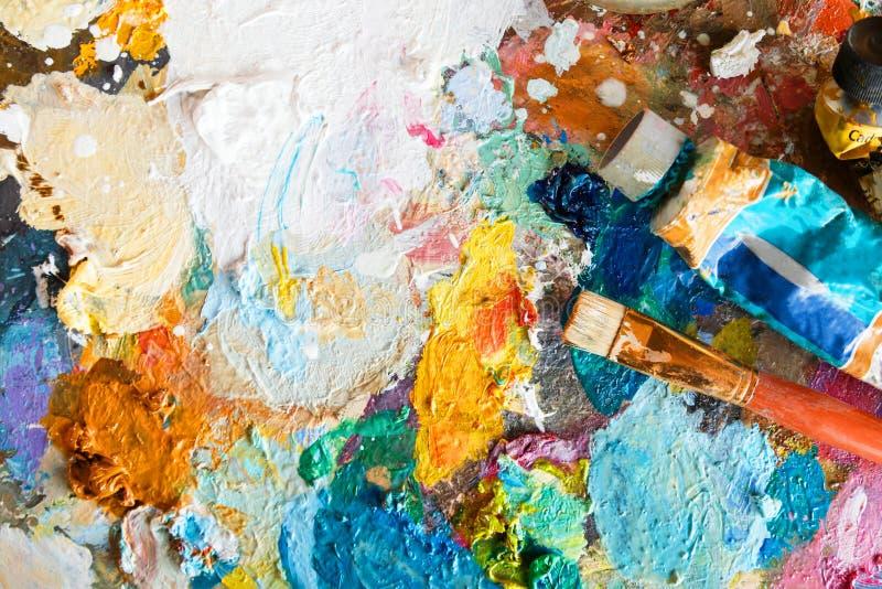 Palette mit Öl und Bürste lizenzfreie stockbilder