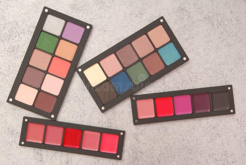 Paletter av läppstift, rouge och ögonskugga arkivbild