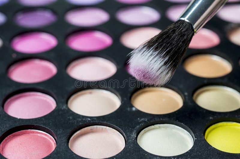 Palettes de fard à paupières de maquillage avec la brosse de maquillage photographie stock libre de droits