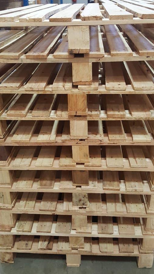 traiter du bois de palette good table palette haus design fabriquer table avec palette bois. Black Bedroom Furniture Sets. Home Design Ideas