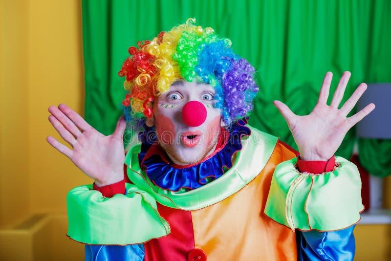 Palhaço com expressão estranha em sua cara fotografia de stock royalty free