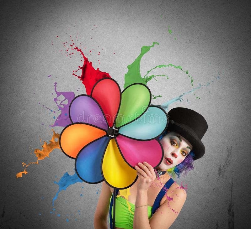 Palhaço com hélice do arco-íris imagem de stock