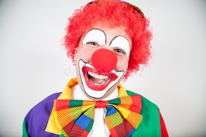 Palhaço de sorriso com cabelo vermelho fotografia de stock royalty free