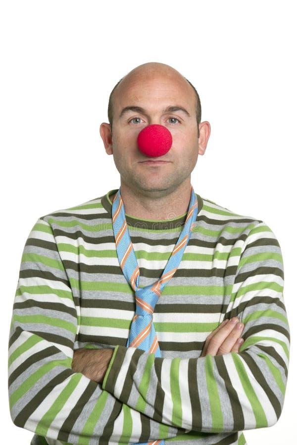 Palhaço do ator que levanta o nariz e o laço do palhaço imagens de stock royalty free