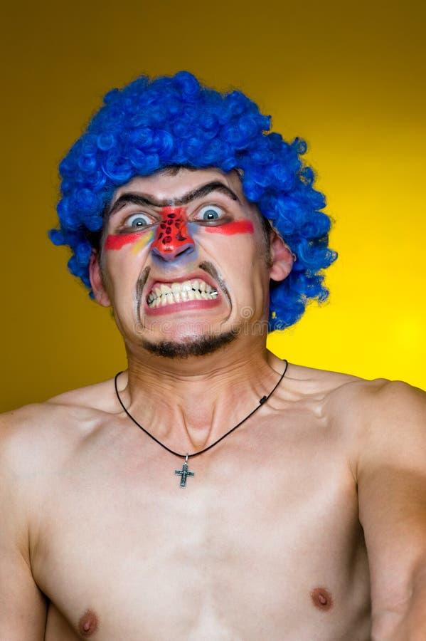 Palhaço em uma peruca azul foto de stock royalty free