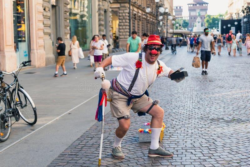 Palhaço na rua em Milão, Itália fotos de stock