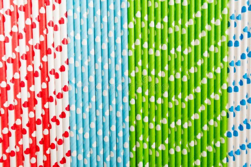Palha de papel livre plástica ecológica colorida com corações fotografia de stock royalty free