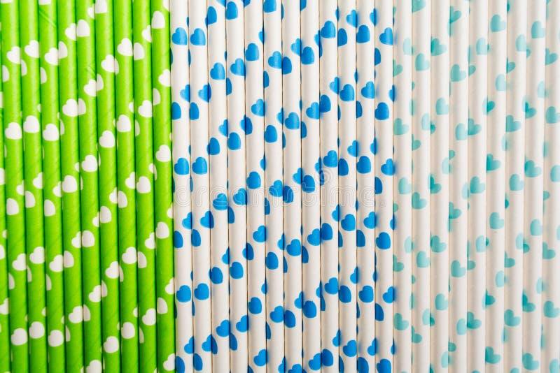 Palha de papel livre plástica ecológica colorida com corações imagens de stock royalty free