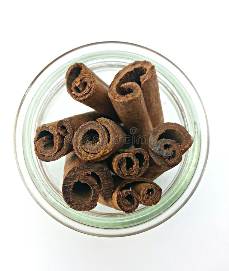 Palillo de canela en una botella imagen de archivo libre de regalías