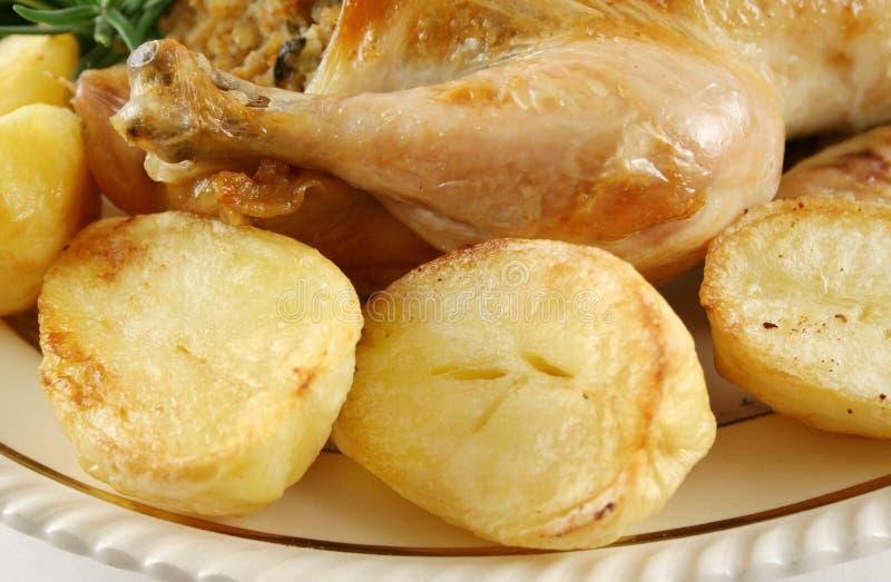 Palillo y patatas de pollo imagen de archivo