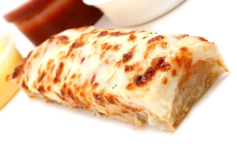 Palillos de la pizza y salsa de Marinara, salsa de ajo y preparación del rancho fotografía de archivo libre de regalías