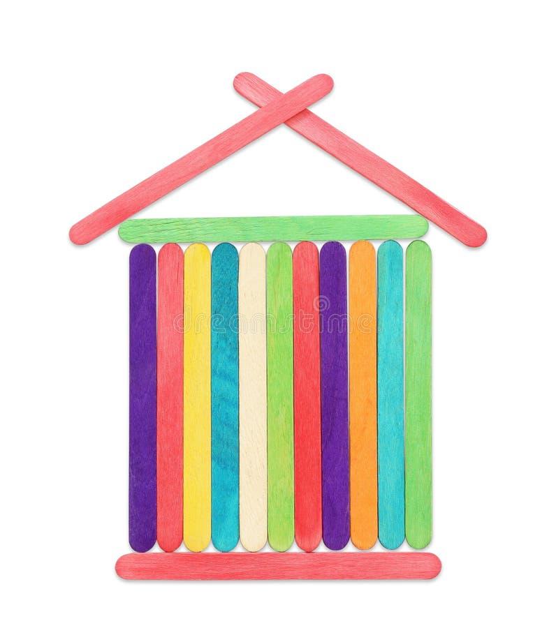 Palillos de madera coloridos del polo de hielo, palillos del helado, en el backg blanco foto de archivo libre de regalías