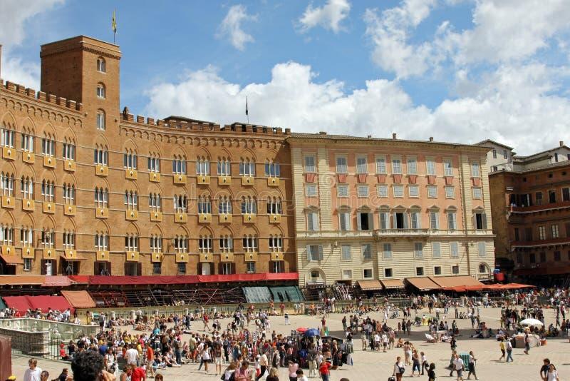 Palio二锡耶纳,托斯卡纳,意大利 五颜六色的历史无鞍跑马 举行在美丽,历史Piazza del园地 Exci 库存照片