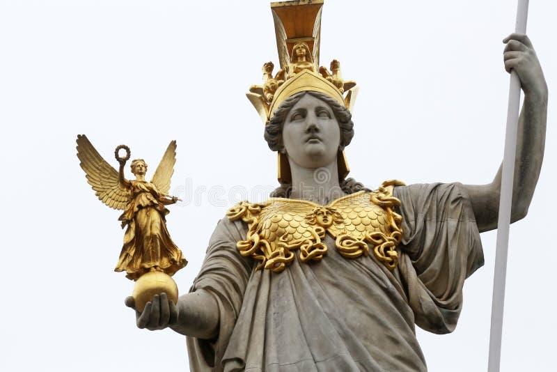 Paliuszu Athene Grecka bogini mądrość przed Austriackim parlamentem, Wiedeń fotografia royalty free