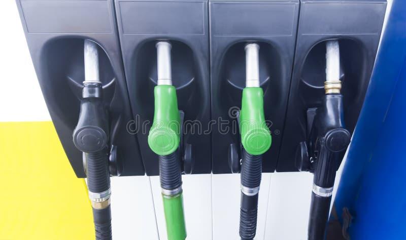 Paliwowe pompy przy benzynową stacją zdjęcie royalty free