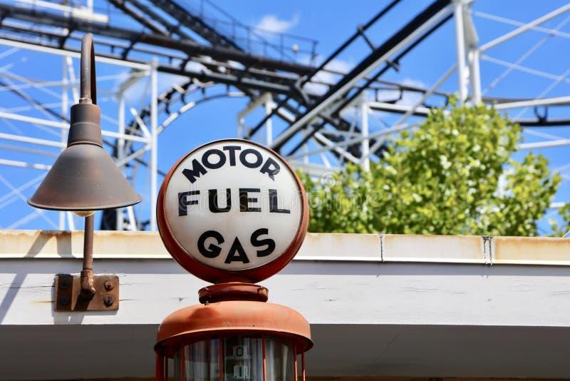 Paliwowego gazu i pojazdu mechanicznego stacja obraz royalty free