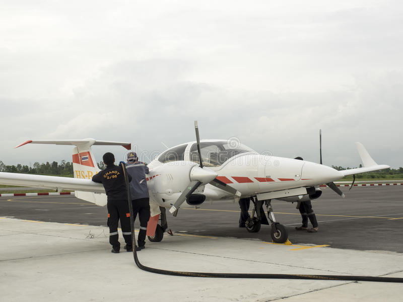 Paliwowy plombowanie w górę samolotu zdjęcie royalty free