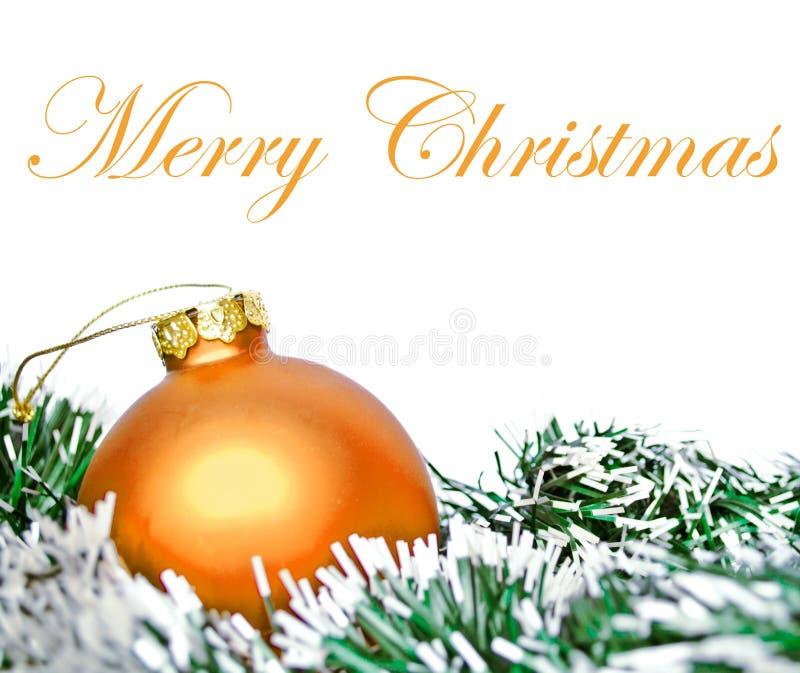 Palla arancio dell'ornamento di natale con la corona isolata su bianco immagine stock libera da diritti