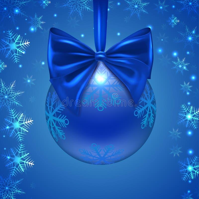 Palla con un arco blu, fiocchi di neve di Natale, fotografia stock libera da diritti