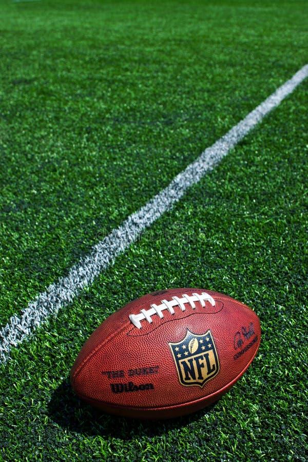 Palla del funzionario del NFL fotografia stock libera da diritti