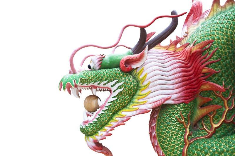 Palla della testa del drago della statua isolata sul santuario bianco di architettura del fondo della porcellana fotografia stock