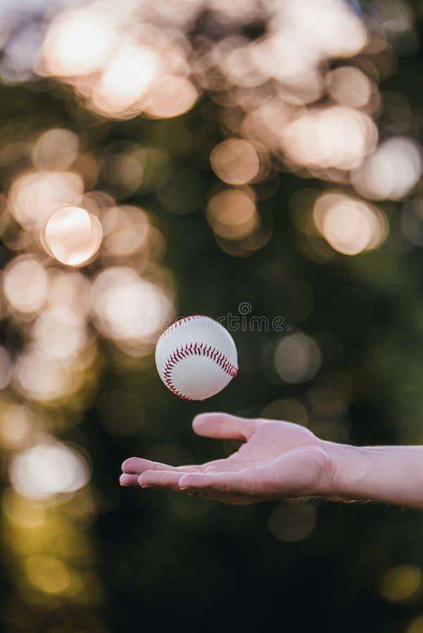 Palla di baseball in aria immagine stock