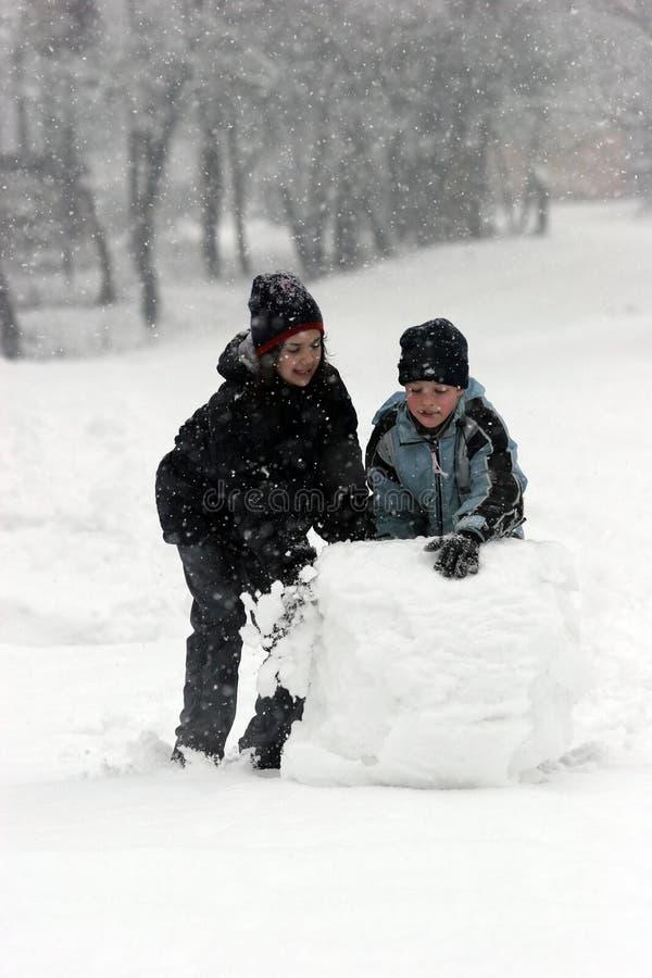 Palla di neve di rotolamento fotografia stock