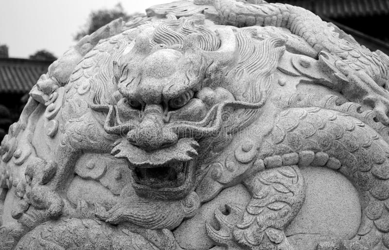 Palla di pietra del drago fotografia stock libera da diritti