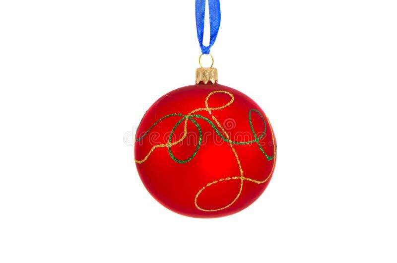 Palla ornamentale rossa di Natale isolata su bianco fotografia stock