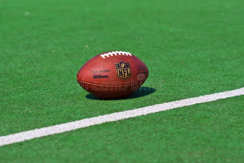 Palla ufficiale del NFL fotografia stock libera da diritti