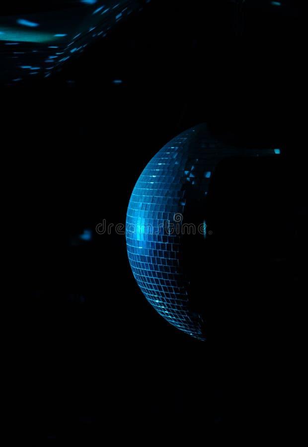 Palla variopinta della discoteca in un night-club fotografie stock
