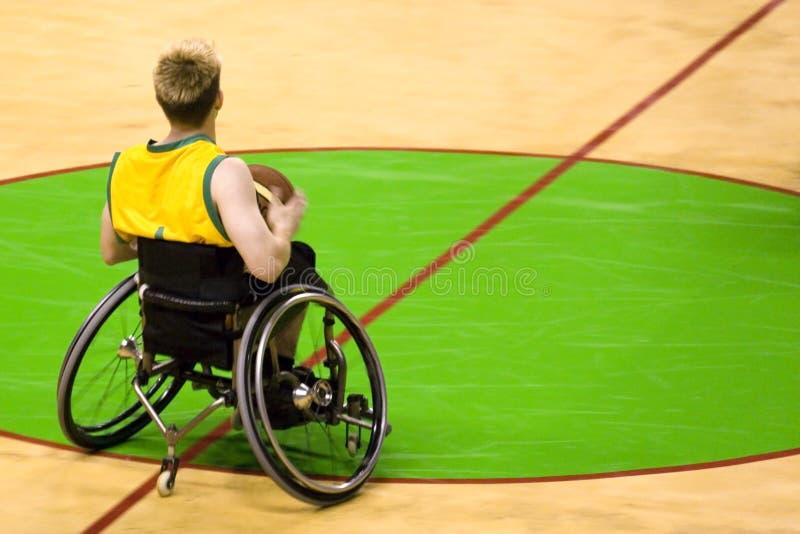 Pallacanestro della presidenza di rotella per le persone invalide (uomini) immagine stock libera da diritti
