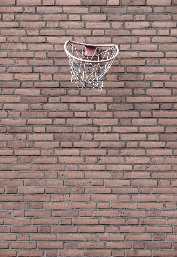 Pallacanestro e parete della via fotografie stock libere da diritti