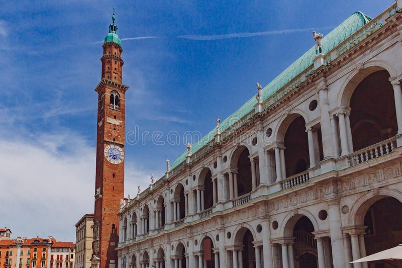 Palladian-Basilika und Glockenturm in Vicenza, Italien stockbild