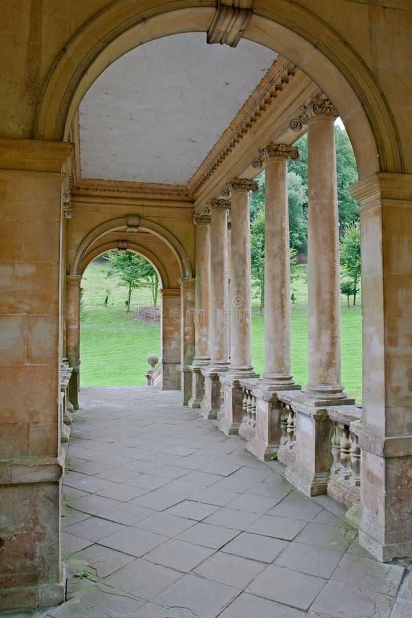 Palladian Brückendetail im vorherigen Landschaftsgarten lizenzfreies stockfoto