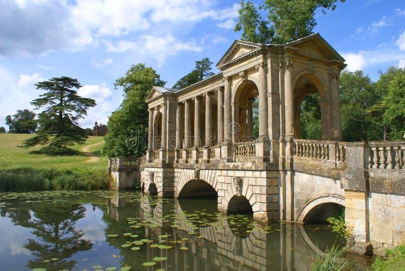 Palladianbrug, Stowe-landschap, Engeland stock foto's