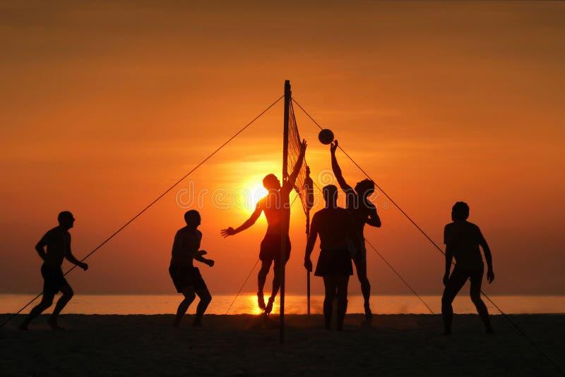 Pallavolo della spiaggia della siluetta immagine stock