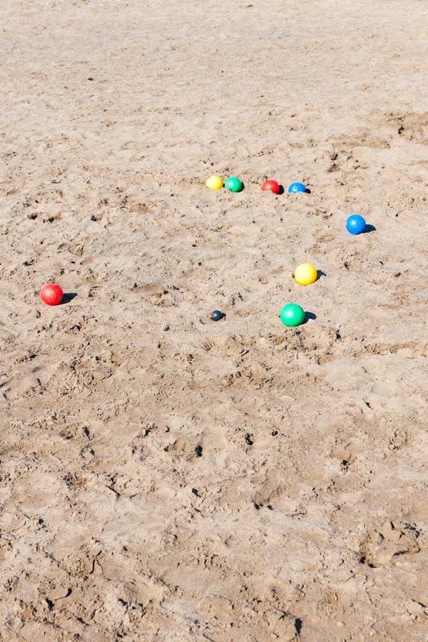 Palle di Boule in sabbia alla spiaggia in Italia fotografia stock