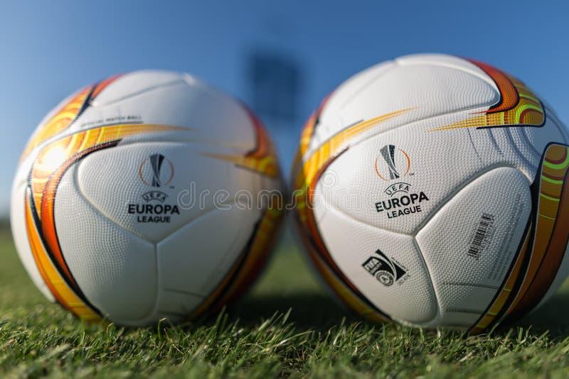 Palle di calcio della lega di europa sul campo fotografie stock libere da diritti