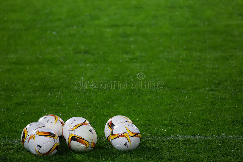 Palle di calcio della lega di europa sul campo immagini stock libere da diritti