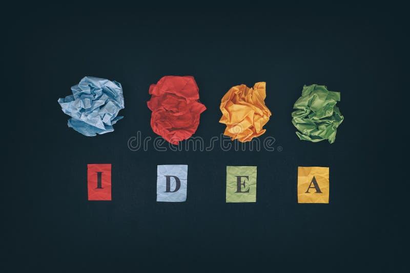 Palle di carta variopinte e parola IDEA fotografia stock