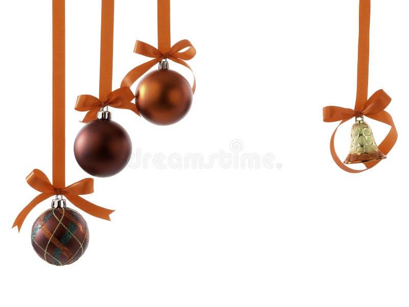 Palle di Natale con i nastri ed arco su bianco fotografia stock libera da diritti