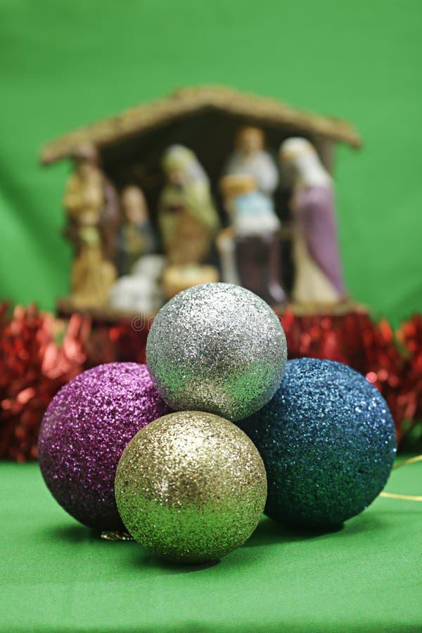 Palle di Natale e Belem dal motivo di Natale del fuoco fotografia stock