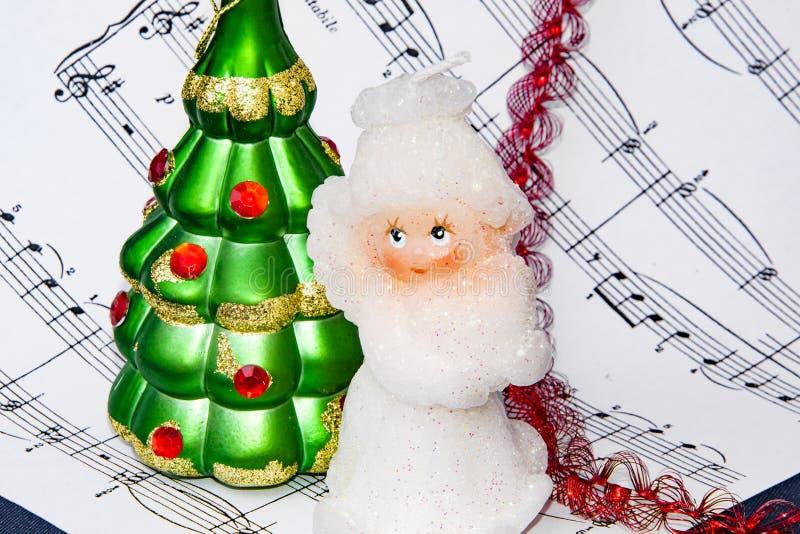Palle di Natale e delle note Suoni di Natale motori immagine stock libera da diritti