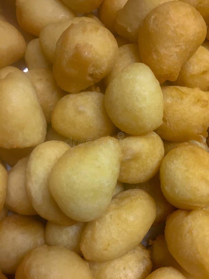Palle dolci fritte dorate della pasta fotografie stock