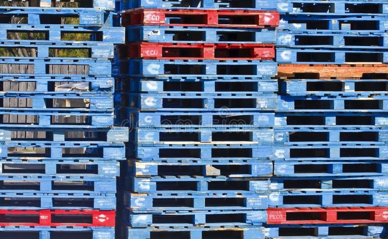 Pallet blu con gli alcuni colore rosso immagini stock libere da diritti