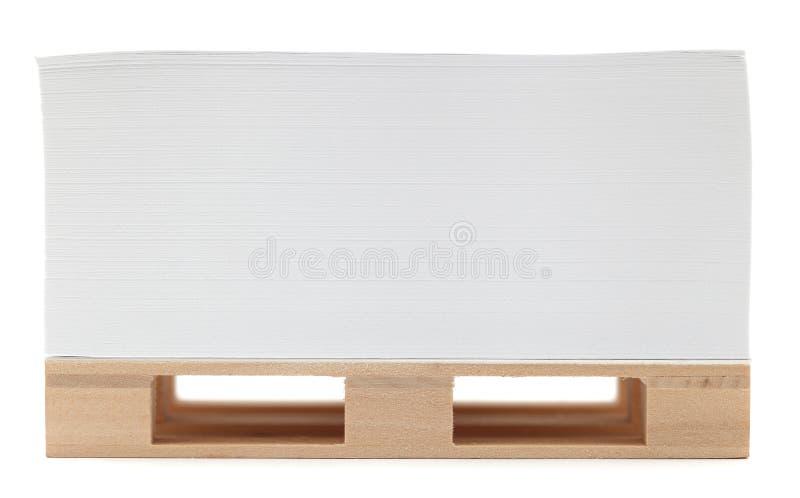 Pallet con carta offset. immagine stock libera da diritti