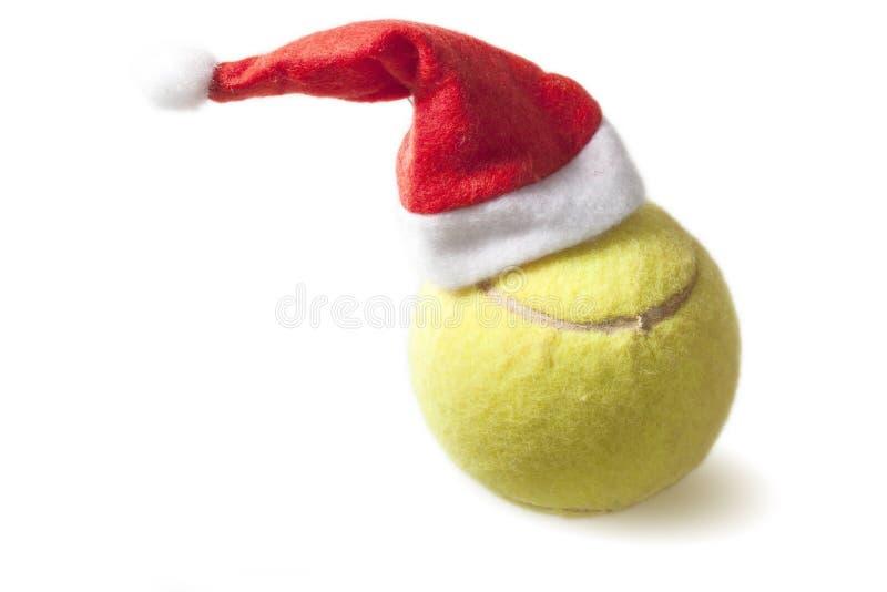 Pallina da tennis con il cappello di Santa immagini stock