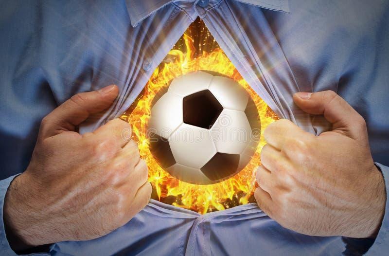 Pallone da calcio bruciante dietro una camicia fotografia stock libera da diritti