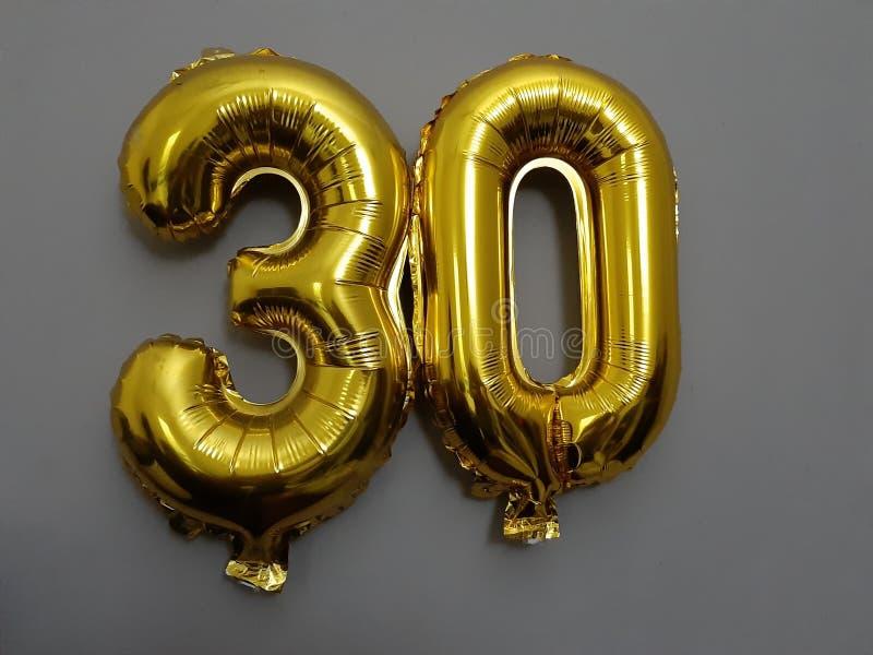 Pallone della festa di compleanno per trenta fotografie stock libere da diritti